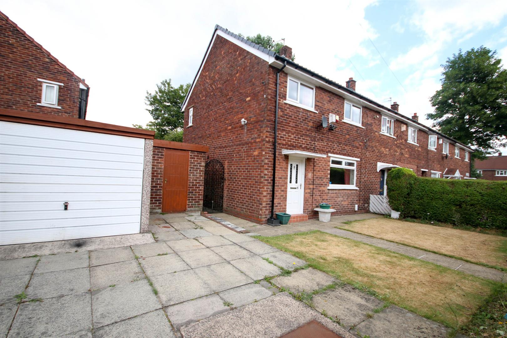 3 Bedroom House - End Terrace For Sale